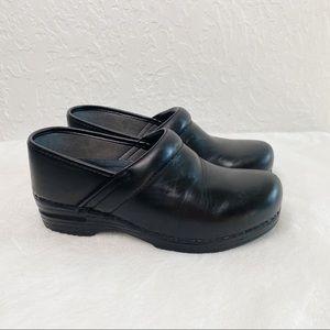 DANSKO XP Clogs Black pull up. Size 38 Wide